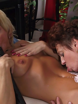 Two horny mature sluts enjoying eachothers twat