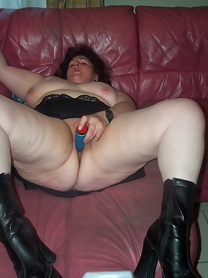 Fill that chubby mature slut with wiener