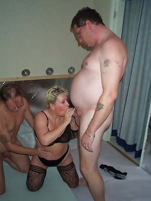 Amateur housewife in hot threesome