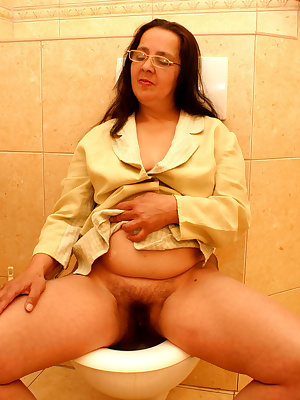 She does all kinds of nasty things on the toilet