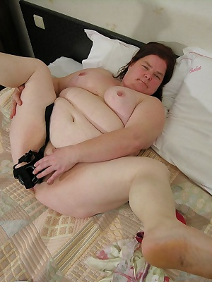 Chubby mature slut showing her big juicy cunt