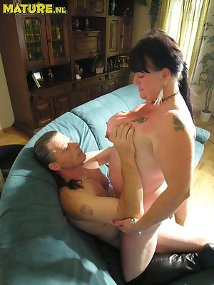 This chubby mature couple really love to fuck and suck