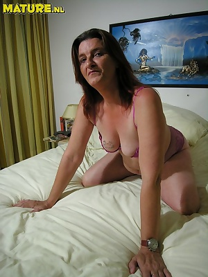 This horny mature slut really wants to show you her stuff
