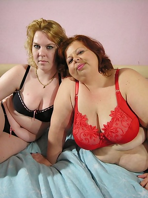 overweight mature lesbians licking, kissing and playing