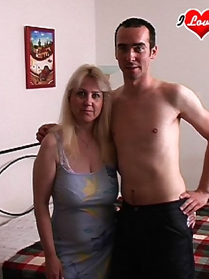 Blonde mature sexfreak on a roll