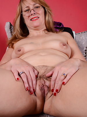 Unshaved American mom playing with herself
