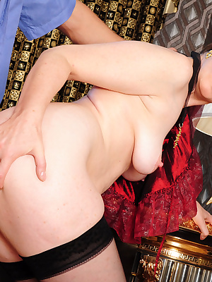 Leonora&Govard nasty mom gives ass