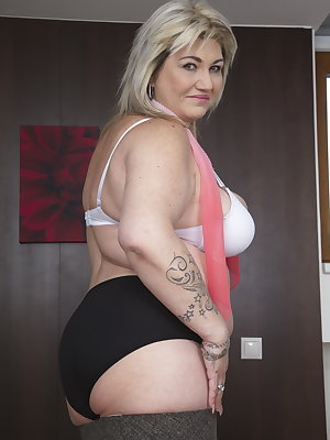 Horny mature BBW masturbating