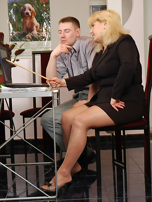 Rosemary&Oscar pantyhosefucking great mature lady