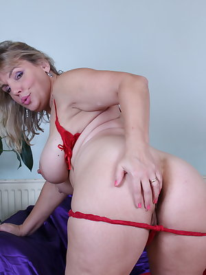 Blonde thick British housewife playing with herself