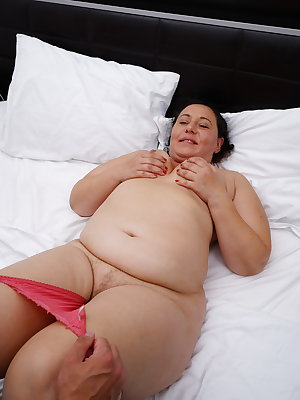 Chubby mature lady getting it on with her toy boy