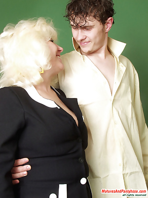 Rosemary&Mike pantyhosefucking lascivious mature woman