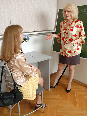 Muriel&Diana pantyhosefucking gorgeous mature lady