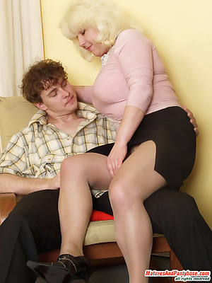 Rosemary&Mike pantyhosefucking salacious mature woman