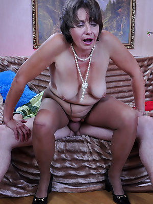 Lillian M&Rolf pantyhosefucking awesome mature housewife