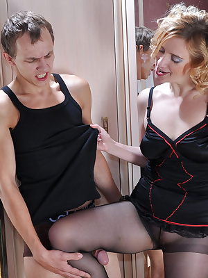 Susanna&Morris pantyhosefucking awesome mature housewife