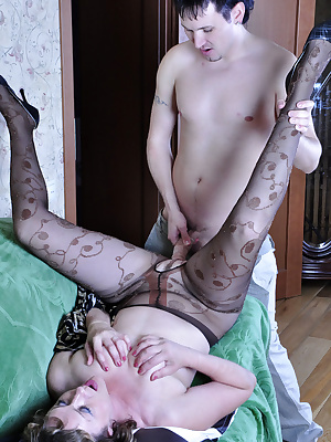 Emilia&Rolf pantyhosefucking sexy mature chick