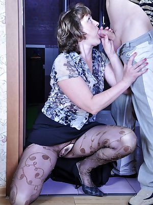 Emilia&Rolf pantyhosefucking great mature gal