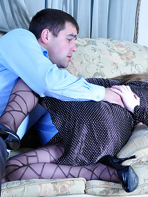 Leila&Lucas pantyhosefucking cute mature lady