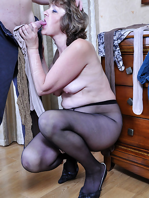 Emilia&Rolf pantyhosefucking pretty mature woman