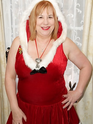 Merry Christmas everybody and its time for some festive fun, Im all dressed in my Sexy Santa Outfit with my Sexy Red lin