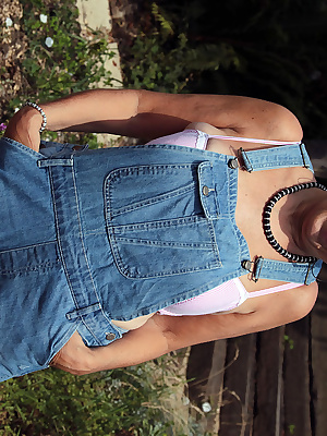 Hello guysFancied a bit of gardening  come and check me out in my dungarees xxx