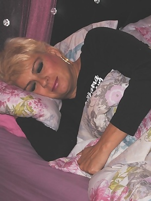 Ever wounder what you would see if you stayed the night. Well her are some pics of me in my PJ's first thing in the morn
