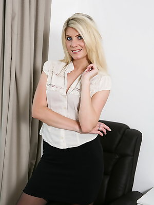 Hot British blonde MILF getting very naughty