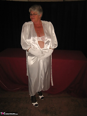 Lounging in her long satin kimono, the Girdlegoddess is bound to delight you with all her sexy stuff...xxx Cummmm see
