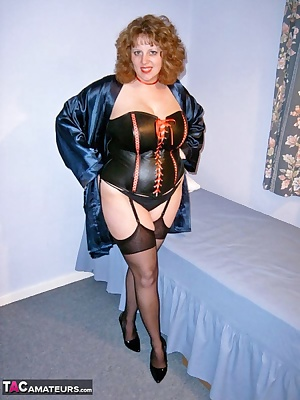 I love this leather Basque, in fact it's great to wear as outer wear and just leave my nips poking through the lace and