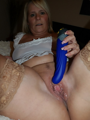 I love it with a blue dildo which I push me in the cunt to get an orgasm.