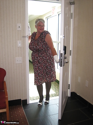 Girdlegoddess in her pretty summer dress, who would think she's wearing a sexy black body shaper and stockings under her