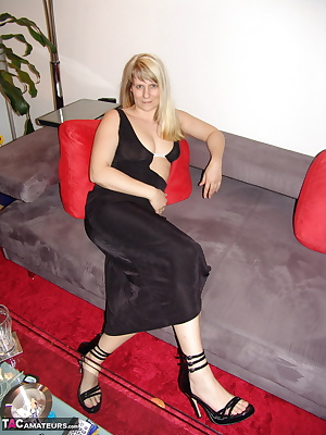 I can make a very hot call with you when you call me on. I'm telling you what to do. Get out your cock and start wanking