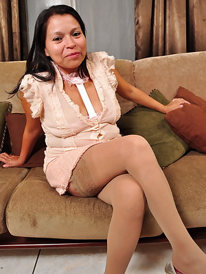 This latin mature lady loves to play on her couch