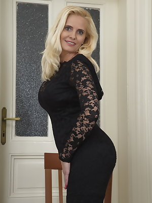 Naughty blonde MILF getting wet and wild