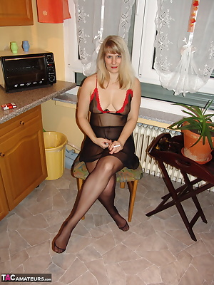 In a nylon pantyhose smoke I before you have a cigarette, the smoke rises and I'll cool it.