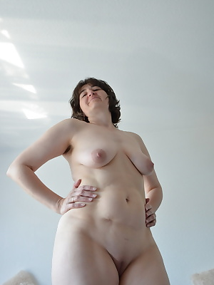 Show you my hairy armpits and totally naked my shaved pussy.Quite unabashedly and also makes me feel -freeKisses Claudia