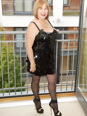 Hi Guys, A bit of a retro look here in my little black dress, its made of Black Plastic Discs, very 60s but I know you g