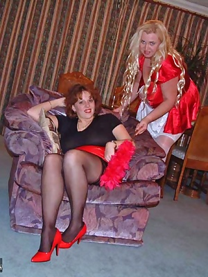 I've a new maid in the guise of Sam who I thought I'd put through her paces. She's quite a gal and enjoys using her tong
