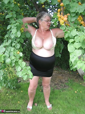 Sexy Girdlegoddess in the orchard playing with some sweet fuzzy apricots. Oh how i love getting naked in the outdoors, s