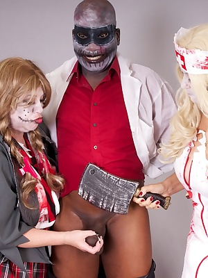 Hi Guys More Zombie Fun as Im joined by The Zombie Doctor and Speedybee the Zombie Schoolgirl we were both feeling Pecki