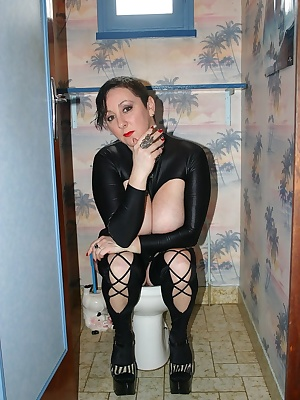 Fetish pics where I smoke and make pee on the toilet
