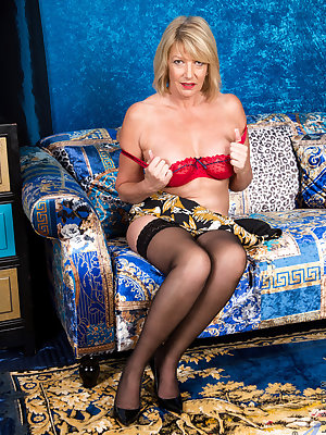 Bigtit housewife Amy Goodhead is the hottest cougar around. From her huge breasts to her landing strip snatch with its pierced clitoris, this cock craving granny will stop at nothing to take care of her lust filled needs. Watch as she peels off her bra an