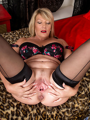 Amateur granny Amy Goodhead isn't about to let her newcomer status slow her down. She loves every moment of peeling her bra and sheer panties off on camera, especially once she has the chance to show off her huge hanging boobs and her cream filled cunt wi