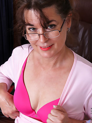 Getting off of work means it's time for granny housewife Shelby Ray to get herself off! Her hanging tits are ultra tender and all natural, the better to play with! When her concentration moves down to the hairy fuck hole that is gushing pussy juices, she