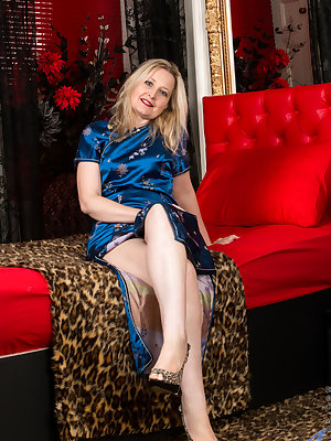 Horny mom Emma Turner is always looking for the next opportunity to slip out of her clothes and get herself off. The British housewife can't wait to pull off her panties and bra, and then play with her rock hard nipples and spread herself out in preparati