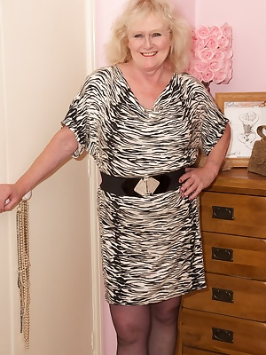 Hi Guys, Hope you Guys all like my Black  White Dress, Not that its on for long but I know you all like to watch a Girl