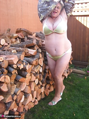 Seductive Girdlegoddess is waiting for you out by the wood pile. Wouldn't you just love to bend me over that stack of wo