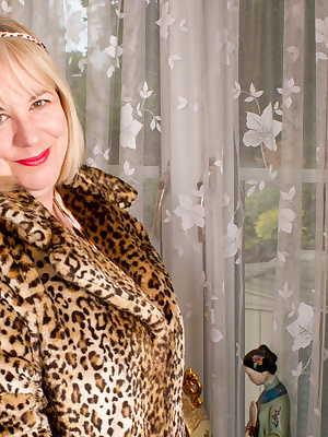 Hi Guys, Here I am again in Leopard Print, in this the first part of the set I start off in my Fur Coat and slowly strip