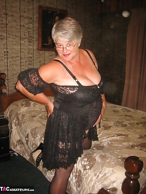 Sexy Mature Cougar streached out on the bed, happy to show off all my hairy wettness for you to enjoy.